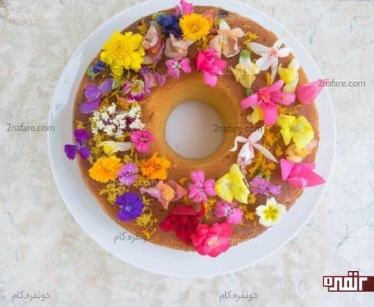 تزیین کیک با گل های خوراکی