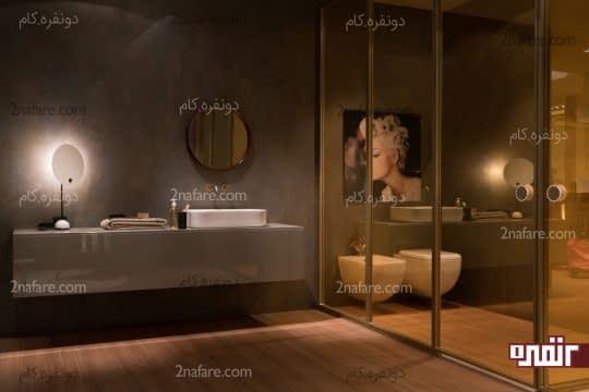 حمام با درهای شیشه ای و دیوارهای خاکستری
