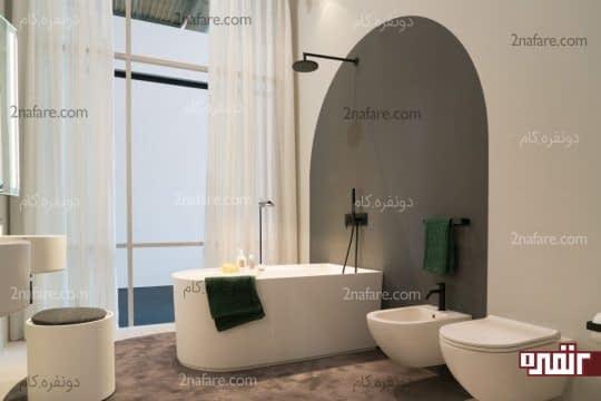 حمام رویایی با پنجره ای بزرگ و نورگیر