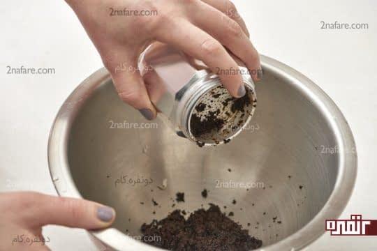 خالی کردن پودر قهوه باقی مونده