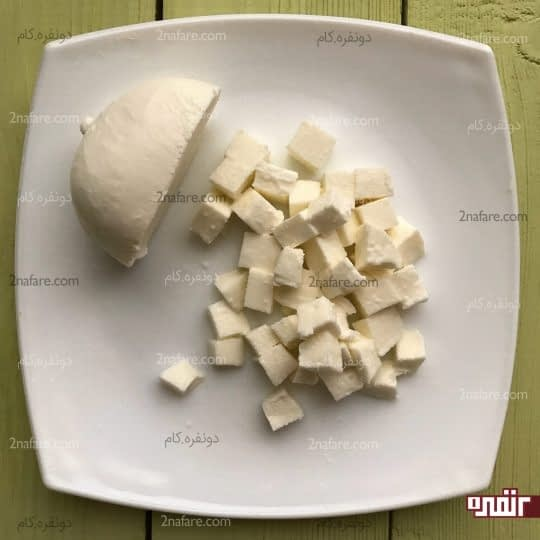 خورد کردن پنیر