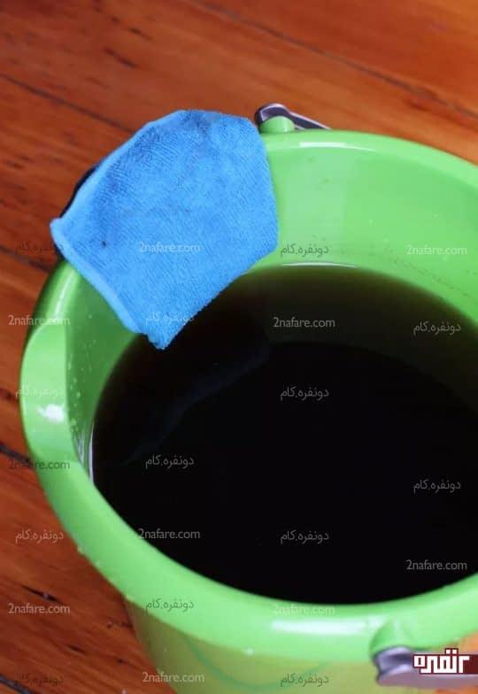 خیس کردن پارچه با محلول چای سیاه