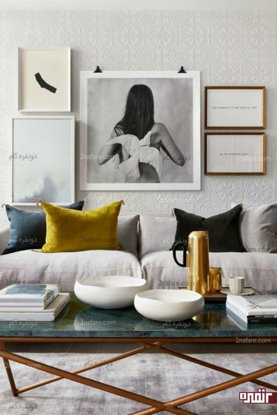 دیوار سفید رنگ با پوشش کاغذ دیواری برجسته