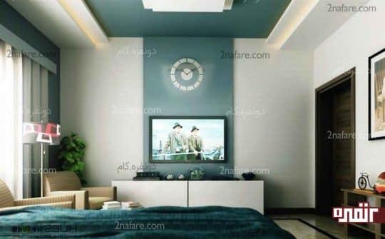 رنگ آمیزی بخشی از دیوار پشت تلویزیون در اتاق نشیمن