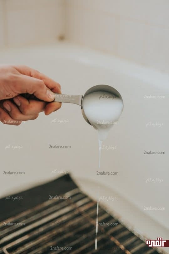 ریختن مایع ظرفشویی روی توری ها