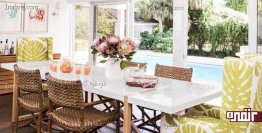 صندلی های حصیری و رویه های چاپی با طرح برگ های گرمسیری
