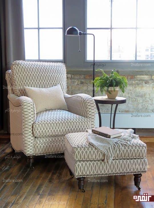 صندلی و پاف با طرح هندسی