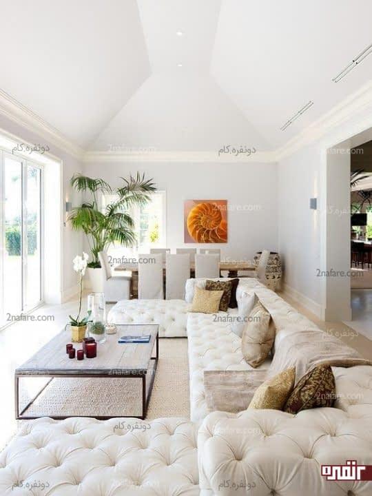 طراحی فضای دنج و آرام در اتاق نشیمن با مبلمان سفید