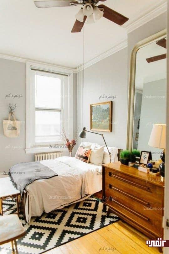 قراردادن آینه بزرگ در اتاق خواب کوچک