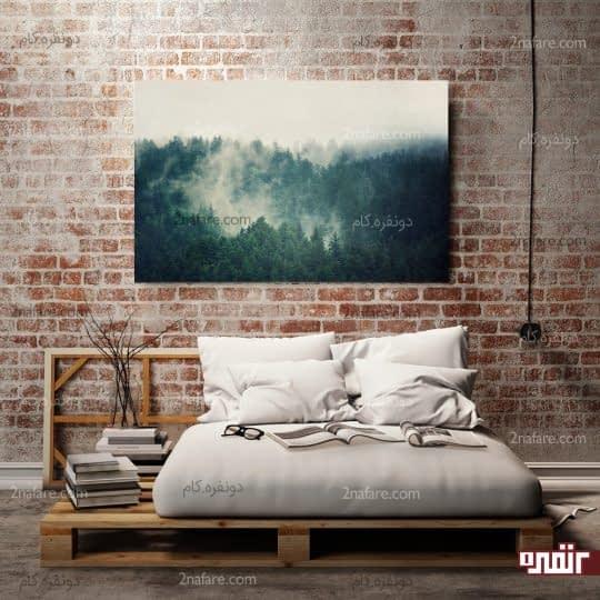 نصب تابلوی بزرگ هنری در اتاق خواب و در بالی تخت