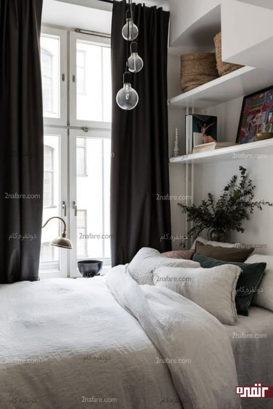 نورپردازی اتاق مهمان با نورطبیعی و چراغهای آویز بالای تخت