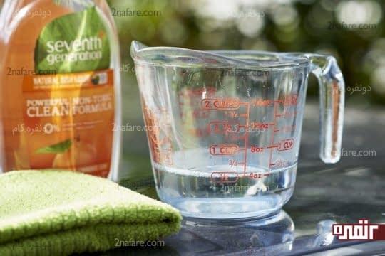 ترکیب آب و مایع ظرفشویی برای پاک کردن لکه