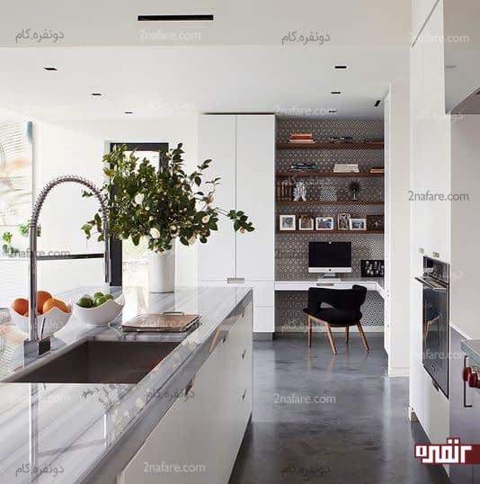 پوشاندن دیوار جلوی میز کار با کاغذ دیواری برای جداسازی بین فضاها