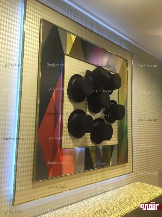 کلکسیون کلاه ها برای تزیین دیوار اتاق نشیمن