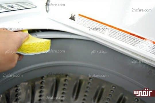 تمیز کردن ماشین لباسشویی با اسفنج