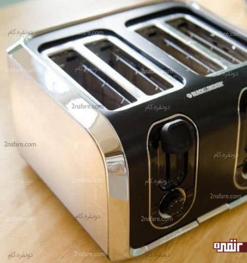 ترفندی ساده برای تمیز کردن توستر نان