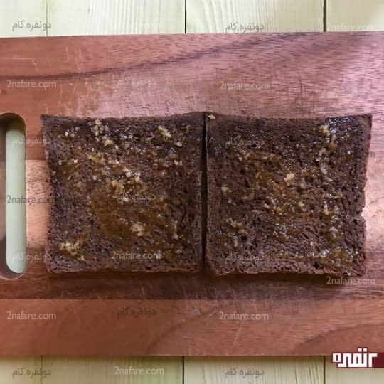 آغشته کردن نان به کره