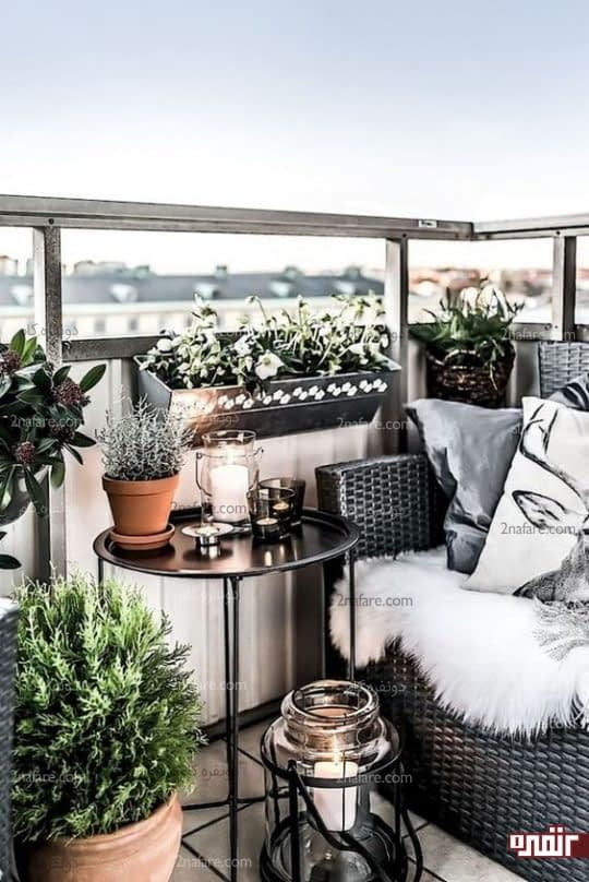 آویز کردن گلدان ها روی دیوار و نرده ها