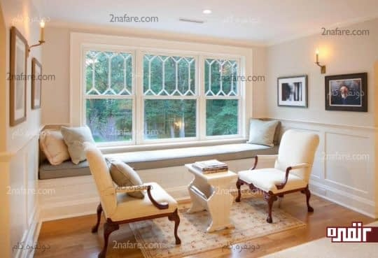 اتاق نشیمن دنج و راحت در کنار پنجره