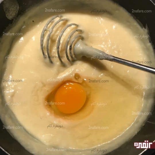 اضافه کردن دومین تخم مرغ