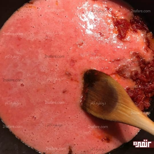 اضافه کردن پوره گوجه