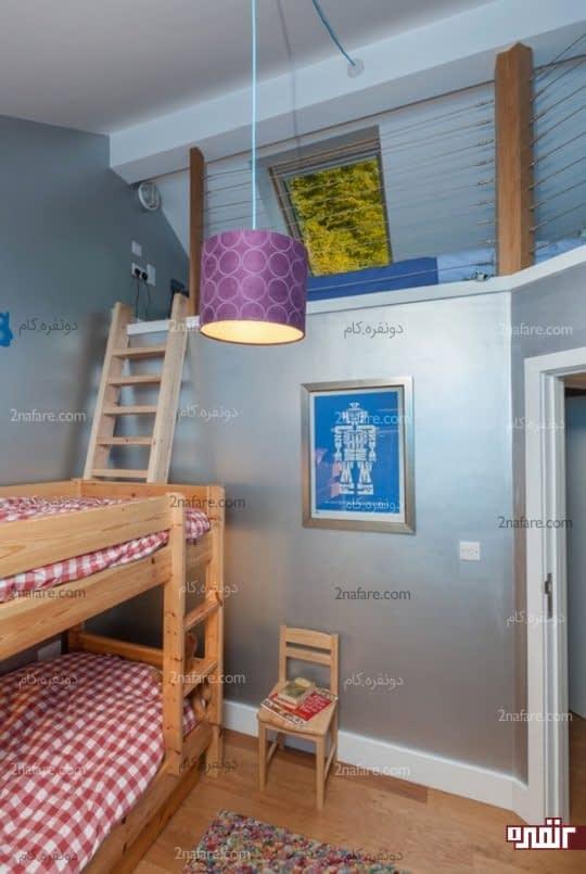 تخت خوابهای دوطبقه چوبی در اتاق خواب کودک