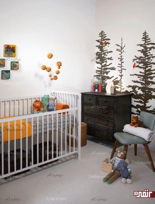 تزیین دیوار اتاق کودک با طرح درختان کاج