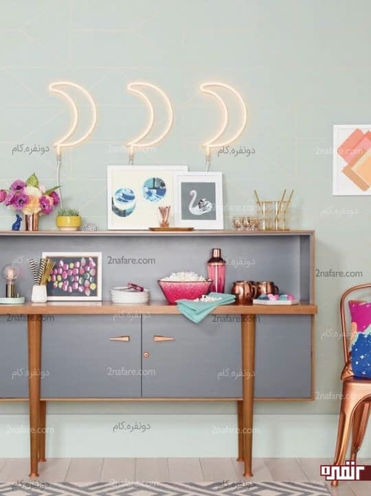 تصاویر زیبا برای تزیین دیوارهای اتاق نشیمن با نوار نئونی