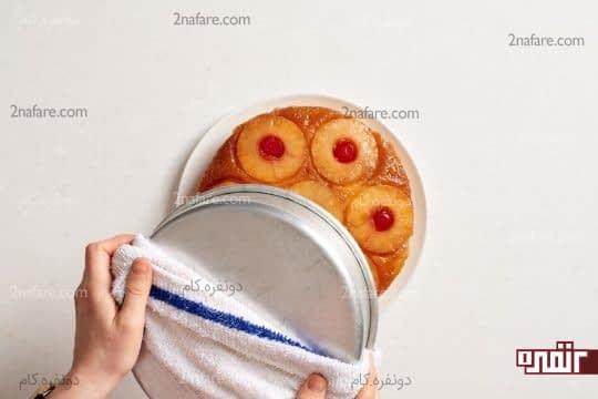 خارج کردن کیک از قالب