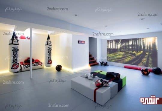 دکوراسیون داخلی فضاهای ورزشی با دیوارهایی پوشیده از طرح درختان جنگل