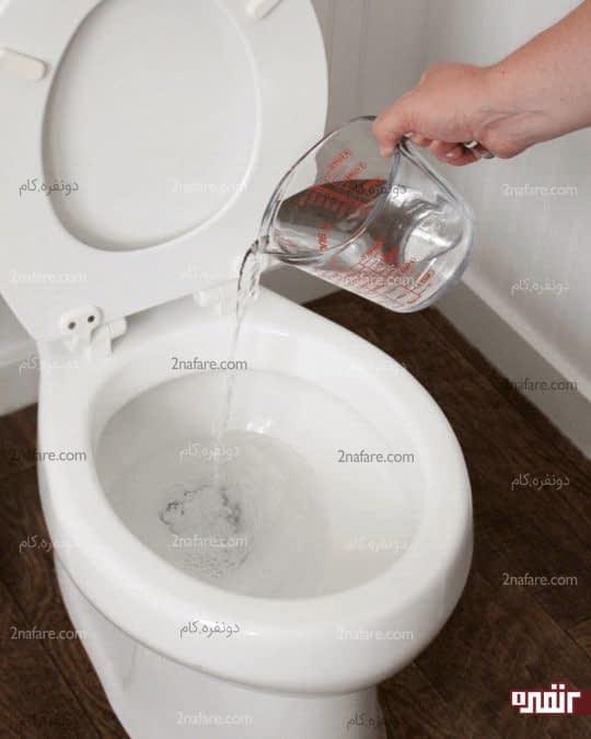 ریختن آب گرم