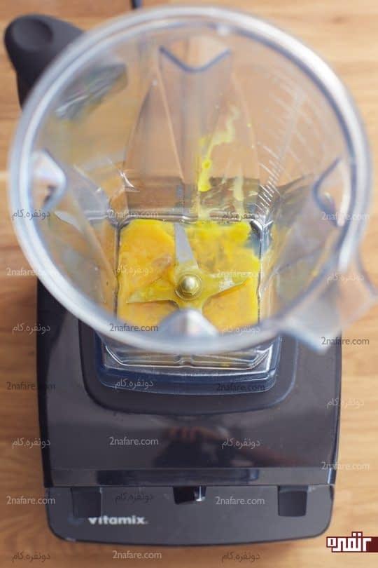 ریختن زرده؛ پوست لیمو و نمک در بلندر