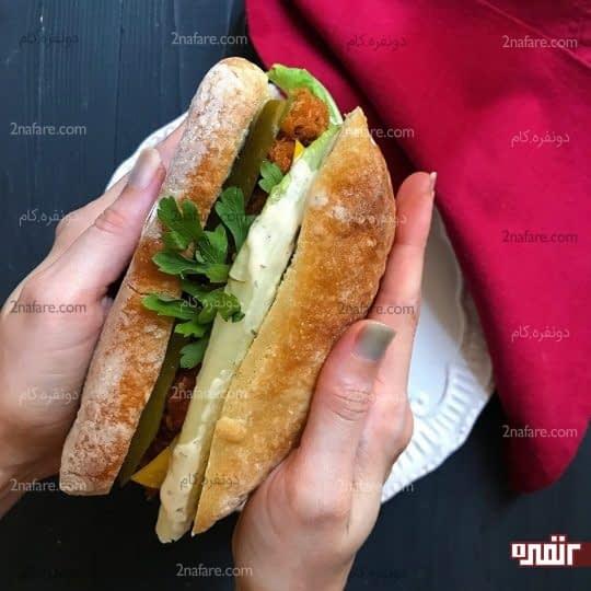ساندویچ مرغ سوخاری و پنیر