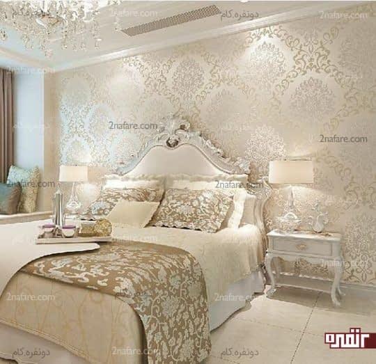 طراحی دکور دیوار پشت تخت خواب با کاغذ دیواری متالیک