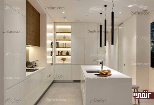 طراحی نورپردازی آشپزخانه با لامپ آویز و نور مخفی