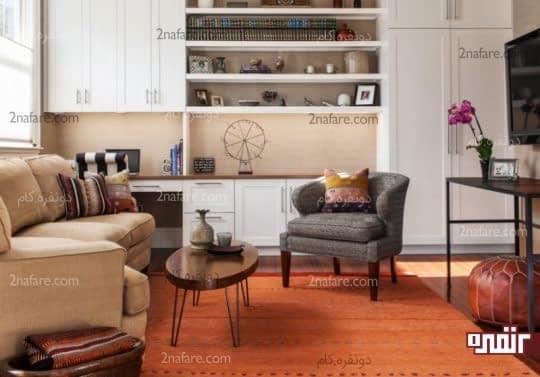 فرش نارنجی در اتاق نشیمن