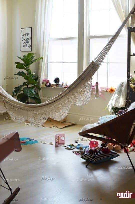 فضای استراحت در اتاق کودک با استفاده از صندلی ننویی