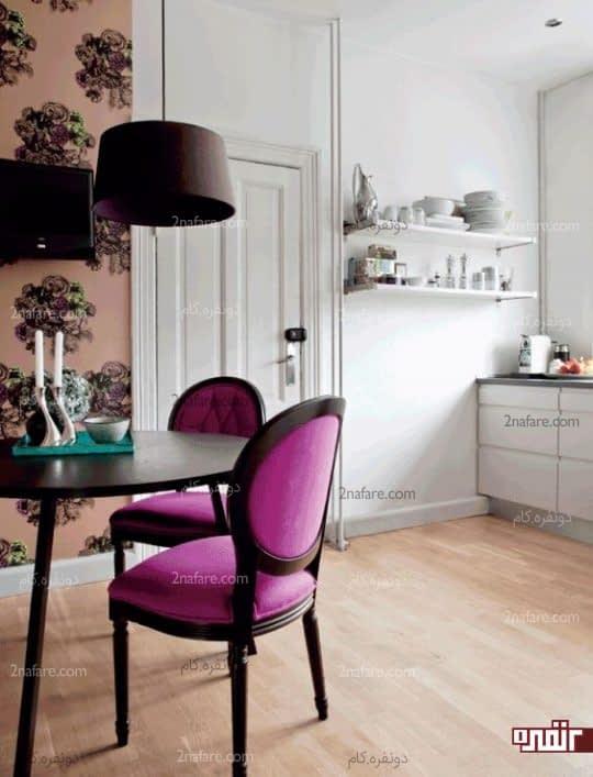 فضای غذاخوری جذاب با صندلی های ارغوانی