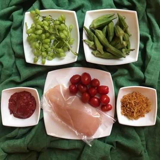 مواد لازم برای تهیه خورشت بامیه با مرغ