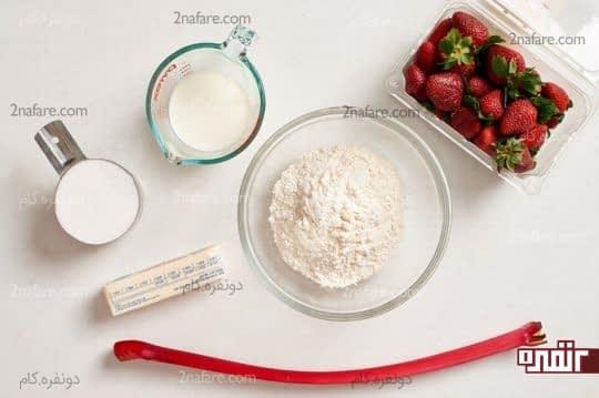 مواد لازم برای تهیه کیک آپساید داون توت فرنگی بدون فر