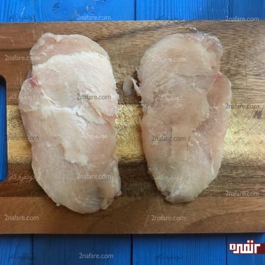 نصف کردن سینه مرغ از وسط
