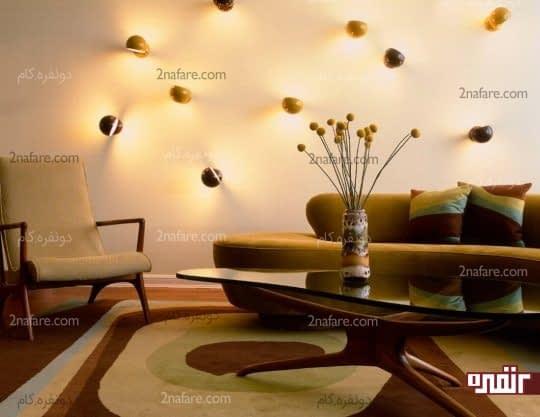 نورپردازی روی دیوار با چیدمان لامپهای فانتزی در جهات مختلف