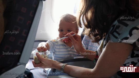 همراه داشتن غذای سالم و مورد علاقه ی کودک در حین سفر