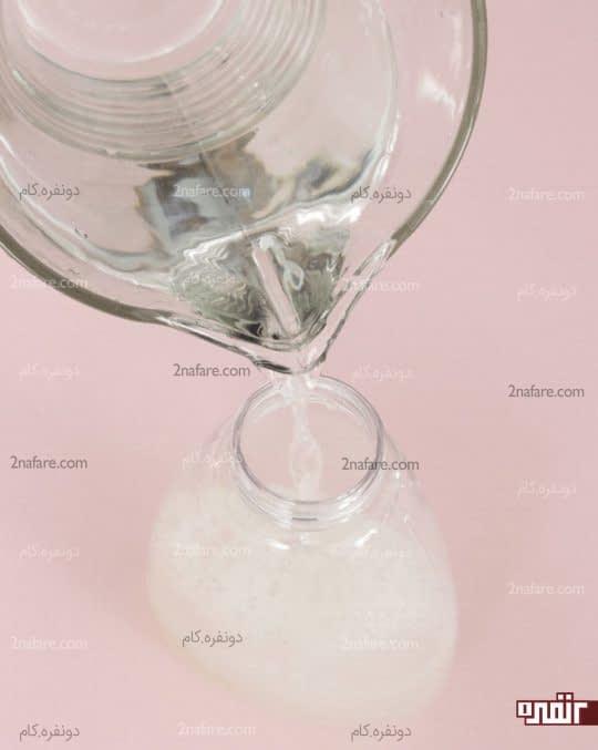 پر کردن بطری با آب