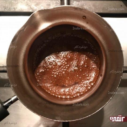 گذاشتن قهوه جوش روی حرارت