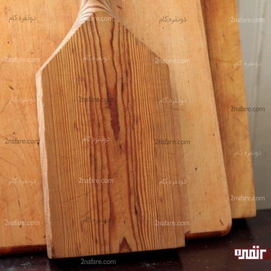 خیس خوردن روغن روی تخته چوبی