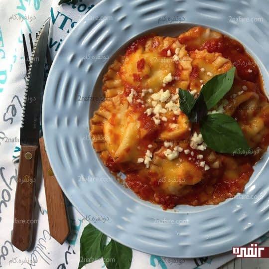 راویولی پنیر با سس گوجه فرنگی
