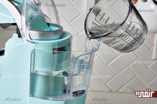 اضافه کردن آب به سرکه