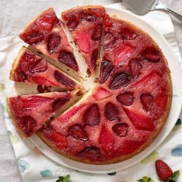طرز تهیه کیک آپساید داون توت فرنگی