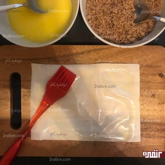 آغشته کردن خمیر یوفکا به مواد
